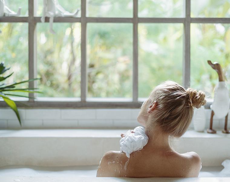 朝風呂の意外な効果が判明!メリットや健康になる入浴法をご紹介