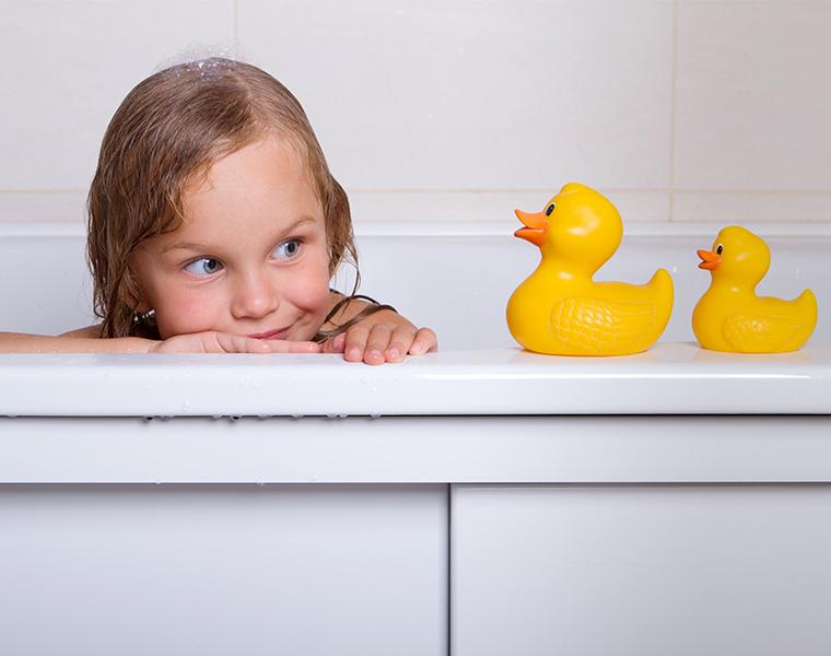 子どもが喜ぶ!お風呂のおすすめおもちゃ!便利な収納もご紹介