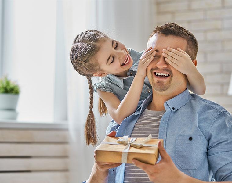【2021】父の日はいつ?外さないプレゼントは?父の日ギフトに関する実態調査
