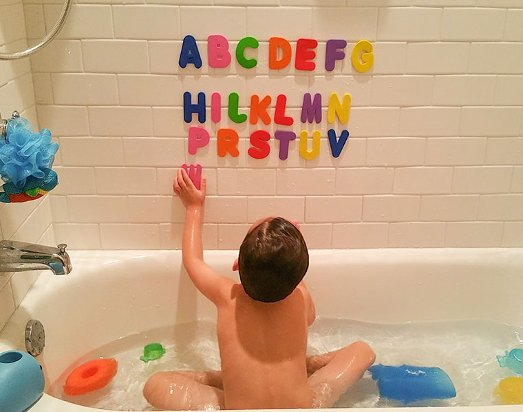 子育てママたちが知りたい!子どもと楽しむお風呂の基本とかわいいバスグッズ